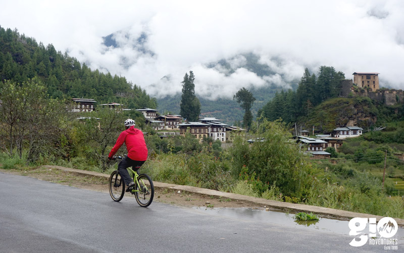 public/images/products/bhutan-cycling1.jpg